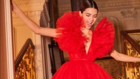 Kendall Jenner vestida de Giambattista Valli para H&M.