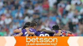 Piña de los jugadores del Valladolid