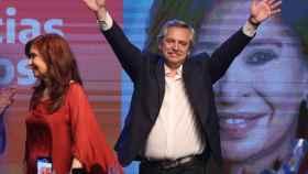 Cristina Fernández de Kirchner y Alberto Fernandez celebrando la victoria peronista