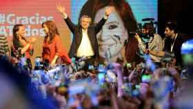 Alberto Fernández y Cristina Fernández de Kirchner celebran la victoria.