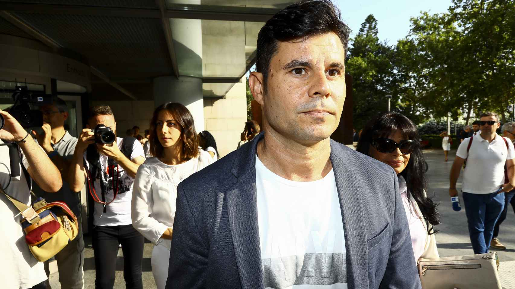 Javier Santos, el hijo de Julio Iglesias, saliendo de los juzgados de Valencia.