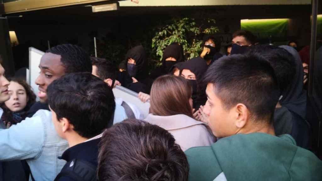 Imagen del enfrentamiento en el campus de la Ciutadella de la Pompeu Fabra. Foto: @jmorenocusac