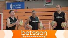Júlio Baptista y Joan Capdevila se retan en una pista de baloncesto