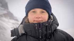 Greta Thunberg este octubre mientras visita el glaciar Athabasca en el Parque Nacional Jasper, Alberta, Canadá.