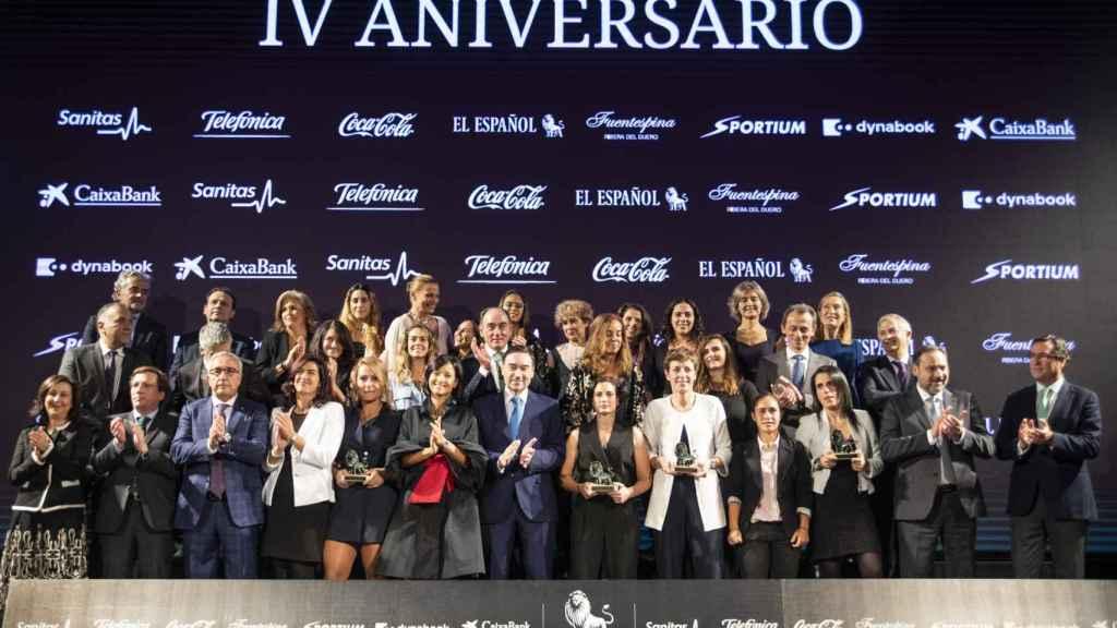 Premiados y autoridades posan junto a Pedro J. Ramírez en la foto de familia de Los Leones de El Español 2019.