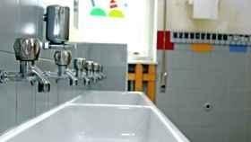 Los hechos ocurrieron en el baño del instituto cuando la joven entró a orinar.