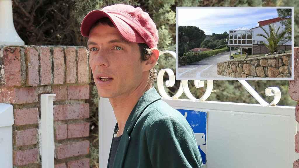 Camilo Blanes Ornelas junto a una imagen de la que ya es su casa legalmente.