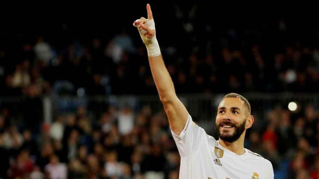 Karim Benzema celebra un gol del Real Madrid en La Liga