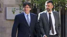 El expresidente de la Generalitat, Carles Puigdemont, junto al exconseller Santi Vila en una imagen de archivo.