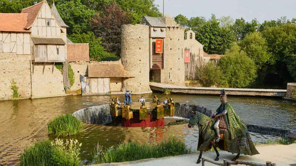 'Los caballeros de la Mesa Redonda' se sumerge en la historia del rey Arturo, Merlín y Excalibur.