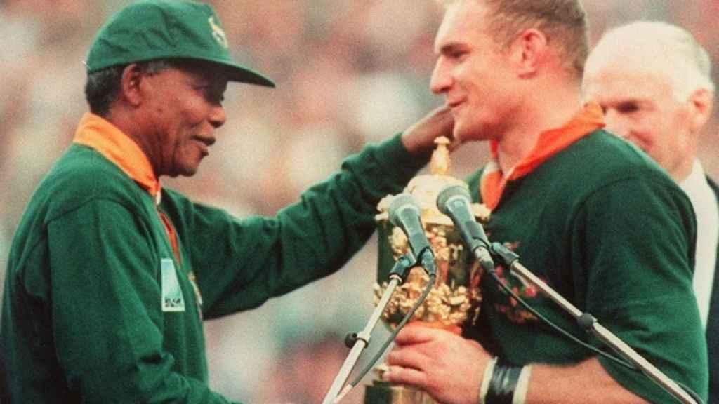 Nelson Mandela y Francois Pienaar, en el Mundial de rugby de 1995