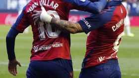 Juan Villar celebra un gol del Osasuna con Chimy Ávila