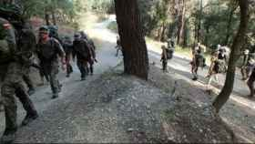 Soldados realizando algunas de las pruebas.
