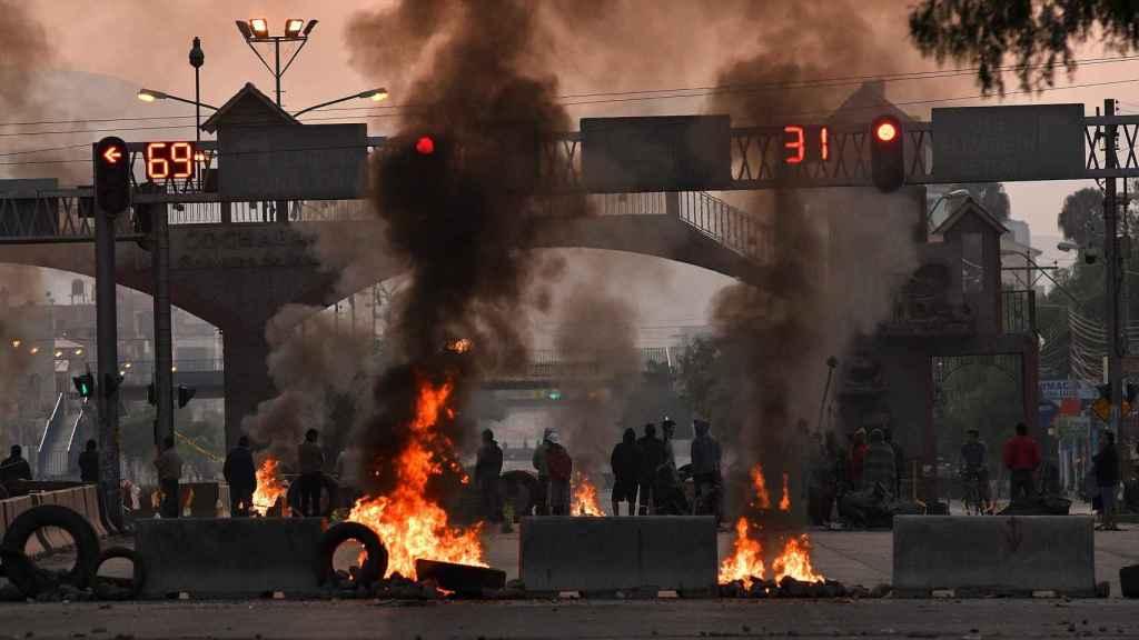 Barricadas de fuego en las calles de Santa Cruz (Bolivia) contra el pucherazo electoral de Evo Morales en Bolivia.