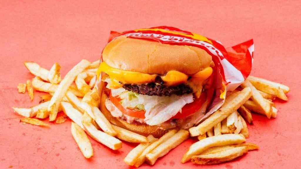 Hamburguesa y patatas fritas de comida rápida: hyper-palatables por definición.