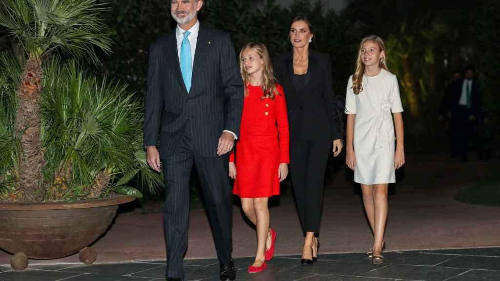 El rey Felipe, la rincesa Leonor, la reina Letizia y la infanta Sofía en Barcelona.