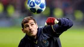 Iker Casillas, en un calentamiento