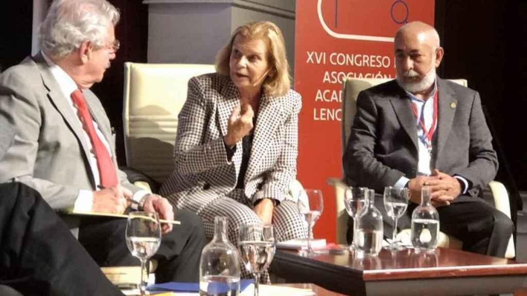Carme Riera y Leonardo Padura, durante una conferencia del Congreso de la ASALE.
