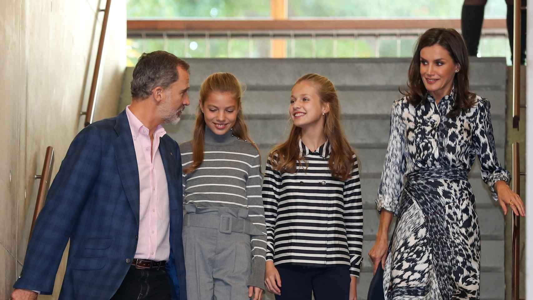Los Reyes y sus hijas durante su segundo acto en Barcelona.