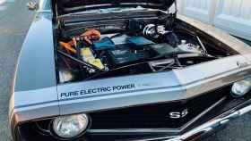 Camaro del año 1969 convertido a eléctrico.