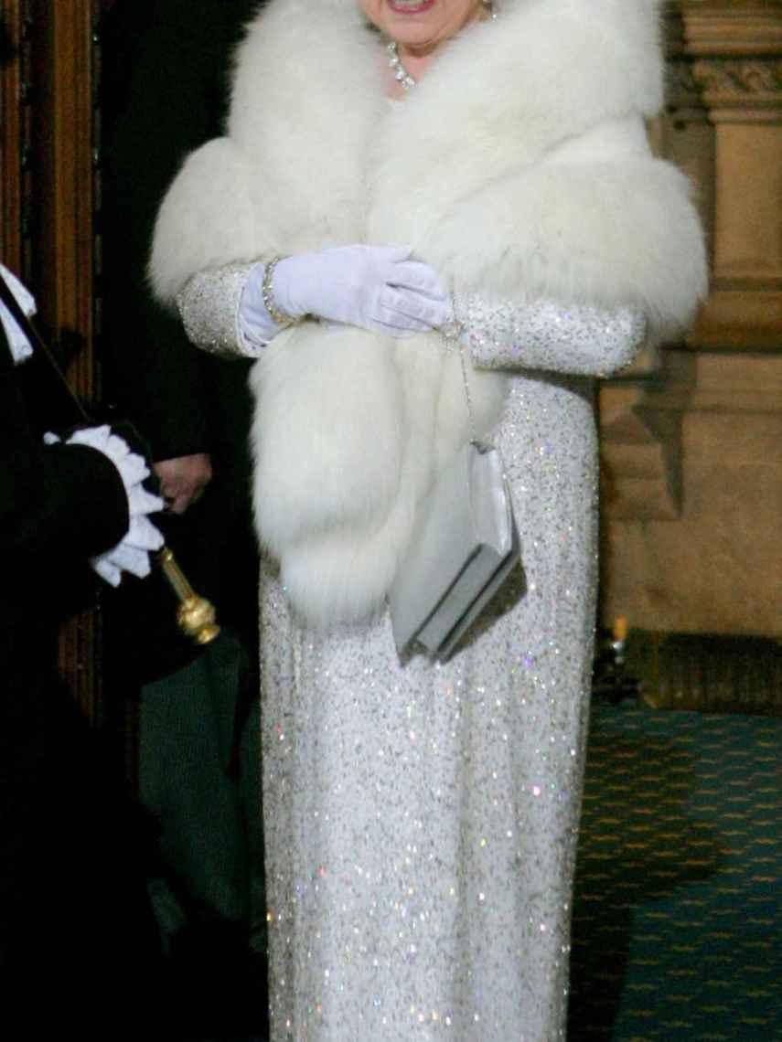 La reina Isabel II ha anunciado que dejará de utilizar pieles.