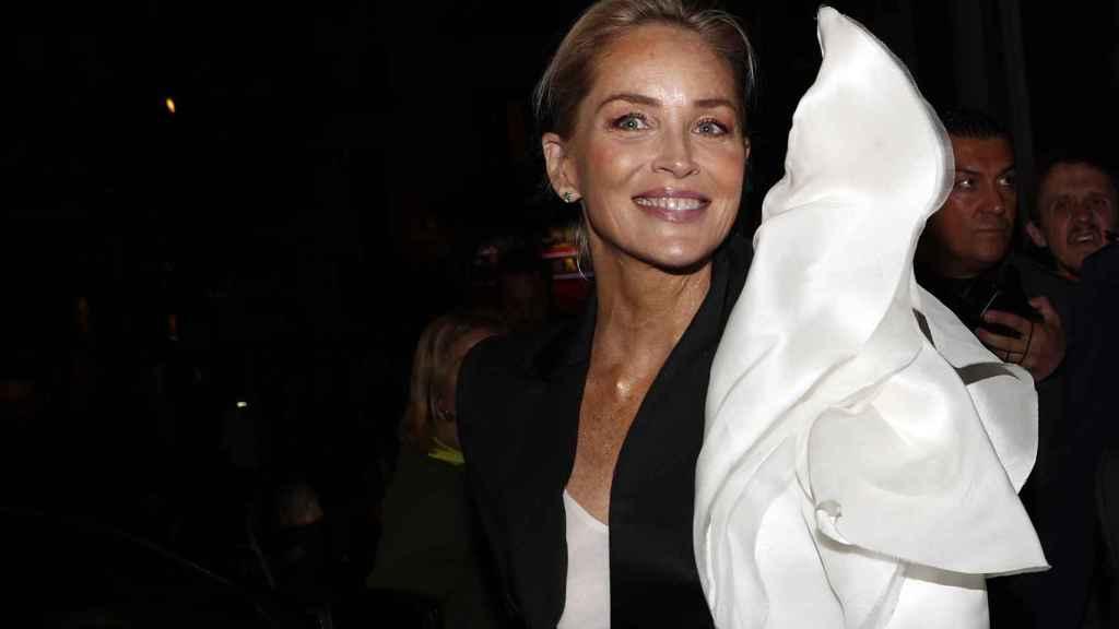 Sharon Stone en la fiesta de los Harper's Bazaar.