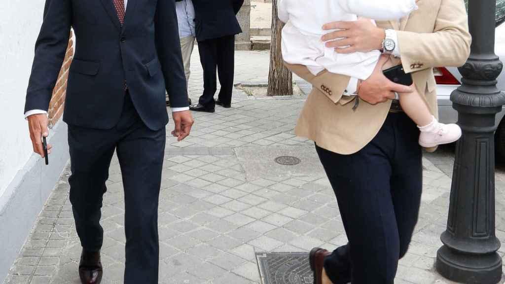 José Bono Jr. y Aitor Gómez durante el bautizo de Jorge, hijo de Amelia Bono.