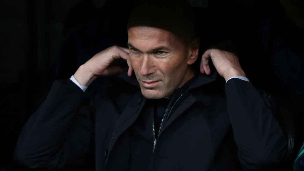 Zidane en el banquillo del Santiago Bernabéu