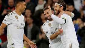 Sergio Ramos celebra con sus compañeros su gol al Galatasaray