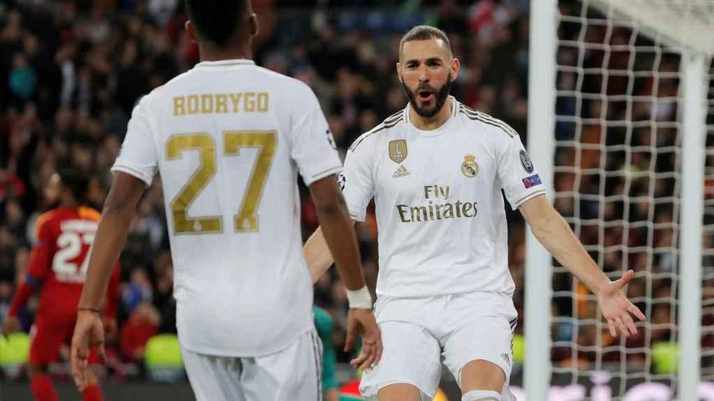 Benzema celebra con Rodrygo su gol ante el Galatasaray