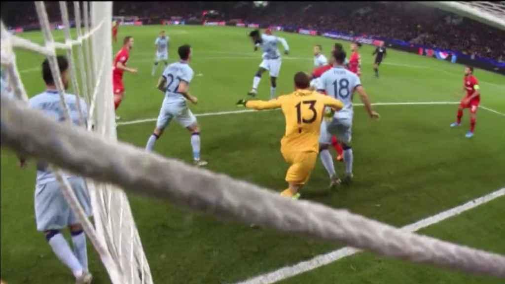 Thomas marca en su propia portería ante el Bayer Leverkusen