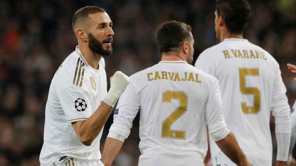 Benzema celebra su gol al Galatasaray con Carvajal y Varane