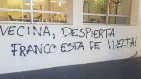 Una de las pintadas contra Vox en el centro cívico donde celebrarán un acto