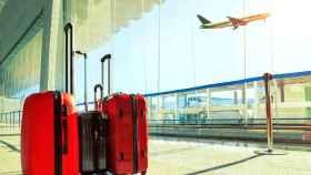 Las aerolíneas cobran entre 6 y 35 euros por llevar la maleta en la cabina del avión