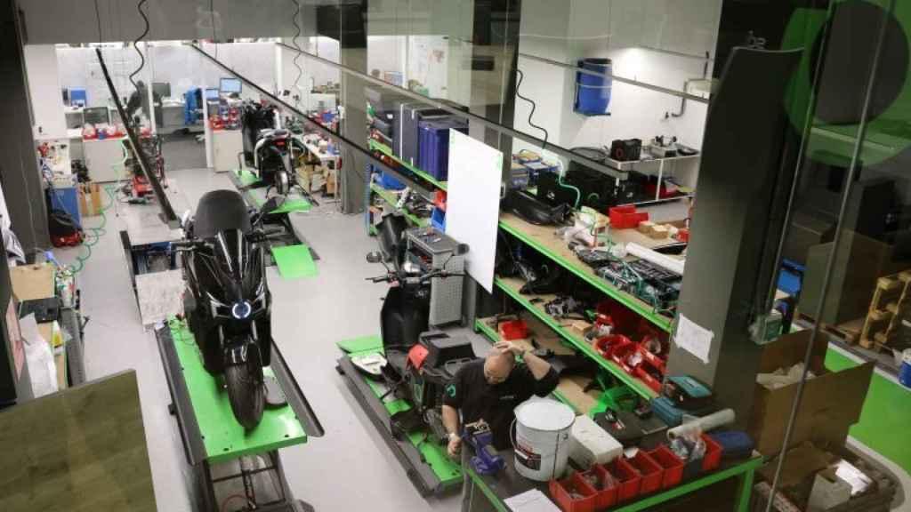 Más de 120 trabajadores desarrollan la actual S01 en la fábrica Silence de Barcelona.