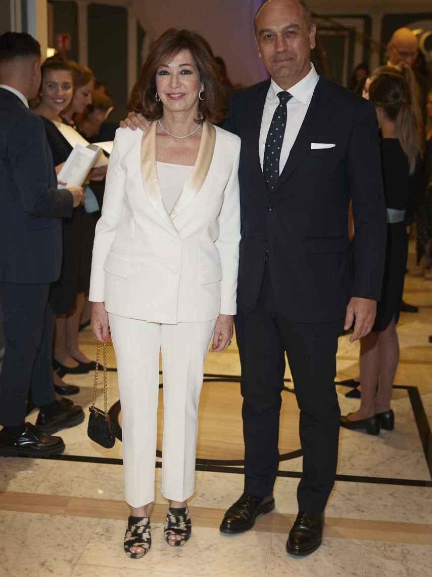 Ana Rosa Quintana con su marido Juan Muñoz.