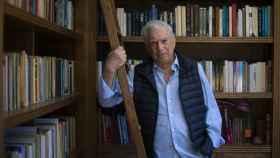 Vargas Llosa, en su despacho-biblioteca.
