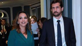 Chenoa junto a Miguel Sánchez Encinas.