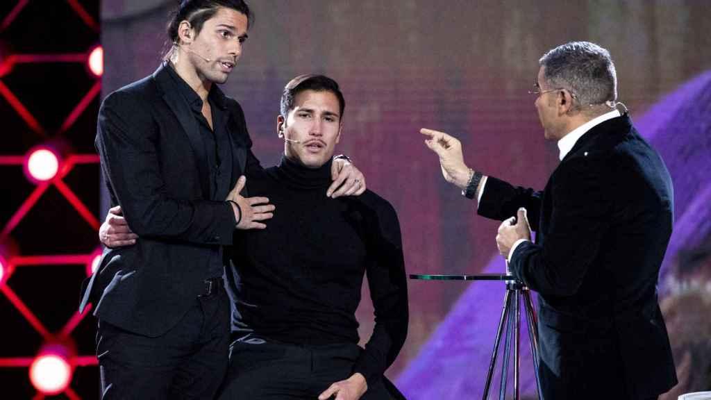Luca y Gianmarco Onestini junto a Jorge Javier Vázquez en 'Gran Hermano VIP'.