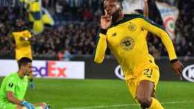 Ntcham celebrando su gol a la Lazio.