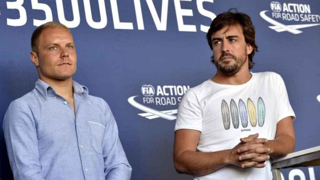 Valtteri Bottas junto a Fernando Alonso