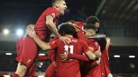 Los jugadores del Liverpool celebran uno de los goles ante el Manchester City