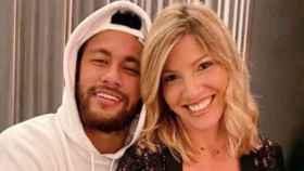 Neymar con una amiga de Barcelona