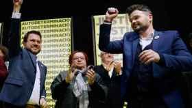 Gabriel Rufián junto a Pere Aragonès, vicepresidente de la Generalidad, celebra su victoria en Cataluña..