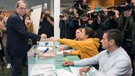 El presidente de la Generalitat de Cataluña, Quim Torra, ejerce su derecho al voto
