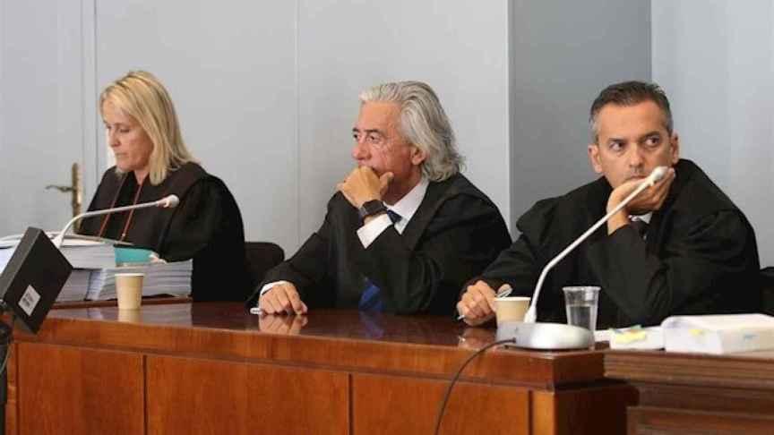 La fiscal Elena Fernández Lora y Francisco Torres, abogado de los padres de Gabriel Cruz (c).