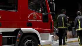 Los Bomberos de Alicante consiguieron rescatar a la joven, que había caído cinco metros.
