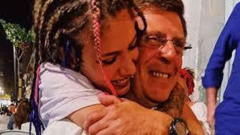 Valeria junto a su padre Juan Carlos Quer.
