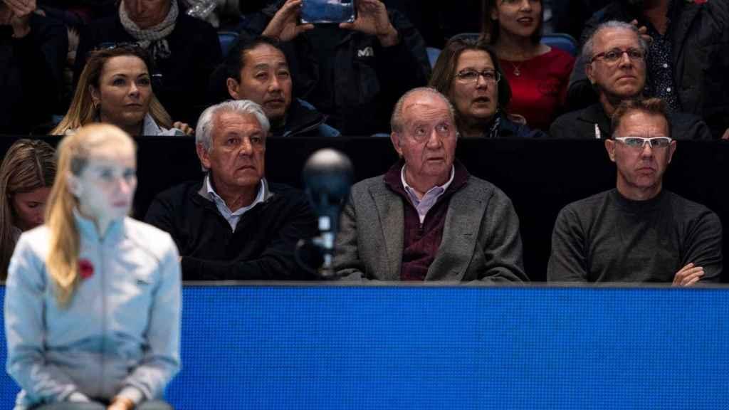 Detalle del corte que se aprecia en la cabeza del rey Juan Carlos.