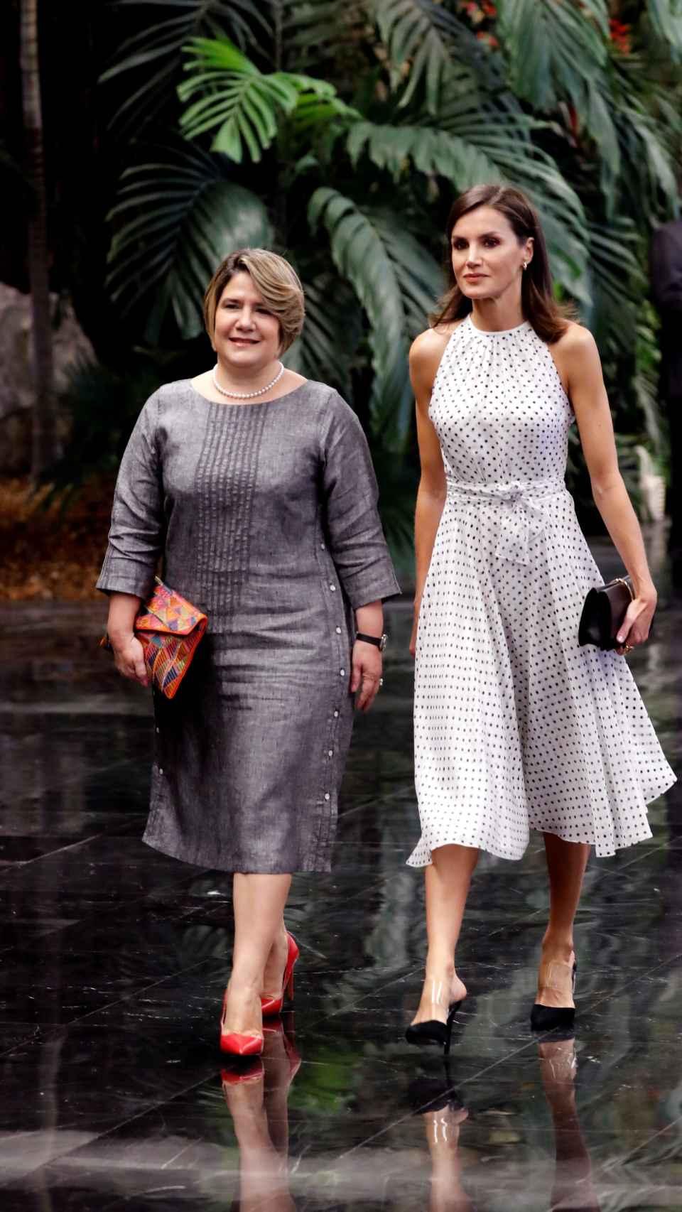 La reina Letizia ha vuelto a lucir el vestido con el que visitó República Dominicana.